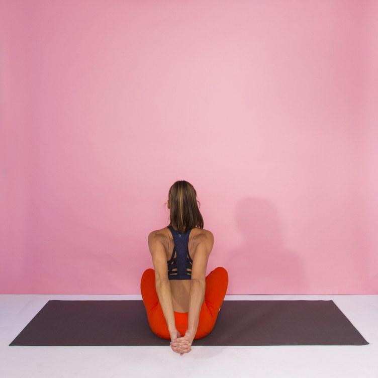 Сжатие плеча в сидячем положении