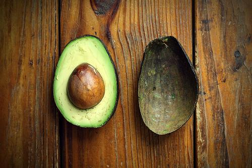 Половина авокадо