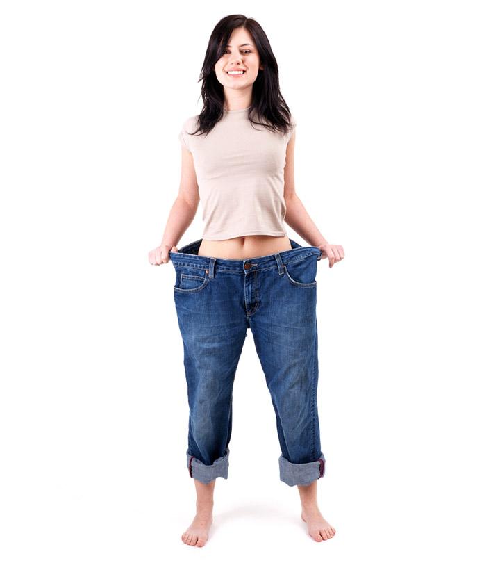 Девушка в больших джинсах